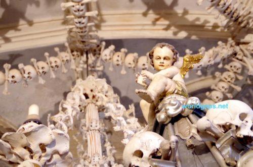 【クトゥナホラ】セドレツ納骨堂 憧れの骸骨教会